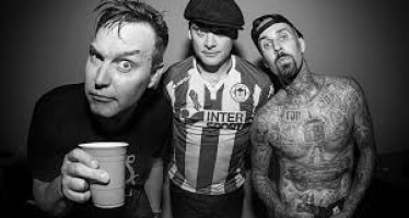 """""""Parking Lot"""" é o novo single de Blink-182"""