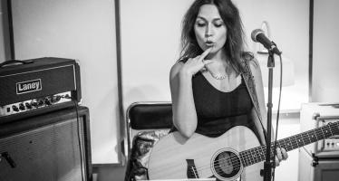 """Ana Bacalhau a solo com """"Ciúme"""""""
