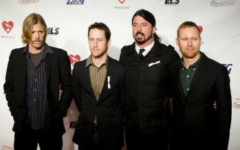 "Banda Foo Fighters lança álbum ""Concrete and Gold"""