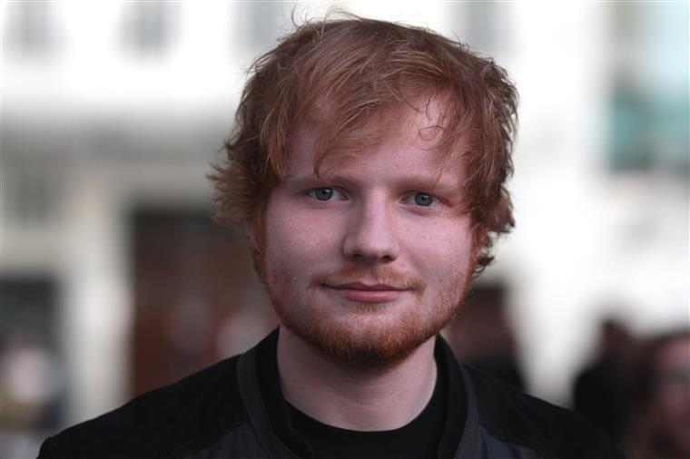 O cantor Ed Sheeran anunciou na sua conta de Instagram que vai participar na série The Simpsons