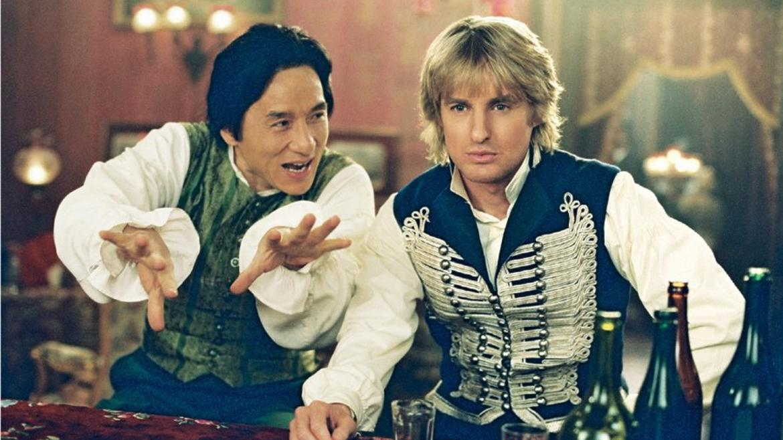 """Jackie Chan e Owen Wilson em cena de """"Em Defesa de Sua Majestade"""" (""""Shanghai Knights"""")."""