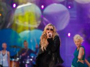 Kesha divulga álbum Rainbow e um novo videoclip