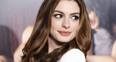 """O filme """"Barbie"""" já tem protagonista: Anne Hathaway"""