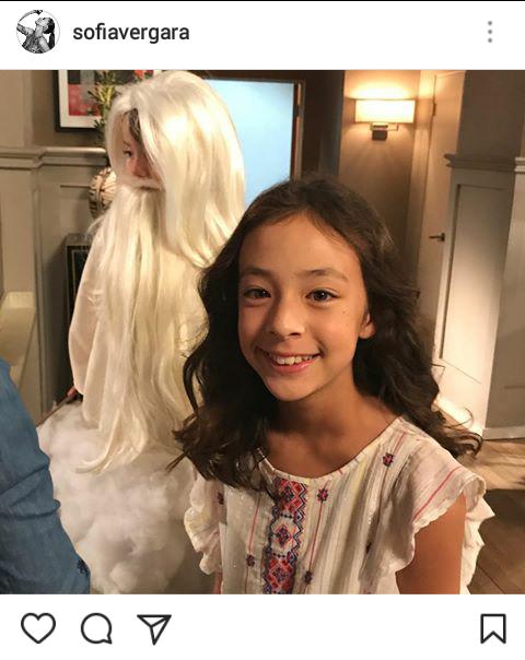 """Print do Instagram de Sofia Vergara - """"Lily"""" e """"Joe"""", que agora está vestido de uma espécie de Jesus Cristo."""